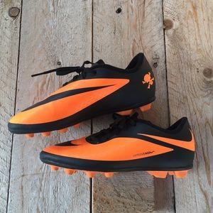 Nike Hypervenom soccer cleats sz 5 Youths